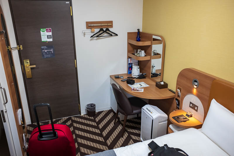 Japan-Osaka-Kobe-Shinsaibashi - And here is my room, probably the nicest of the trip so far, too bad I will only be here for 2 nights. It is the Sunroute Sopra Kobe Annesso. A bit of