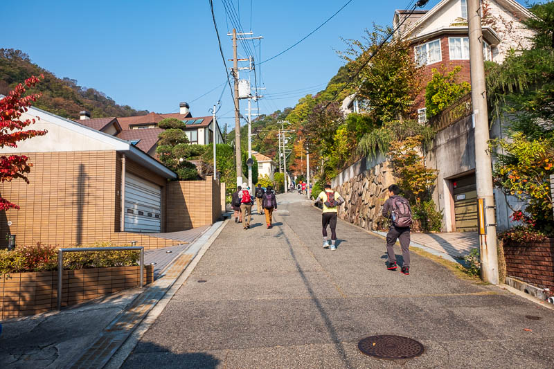 Japan-Kobe-Hiking-Mount Rokko - Lots of people, impossible to get lost today, on the way up anyway.