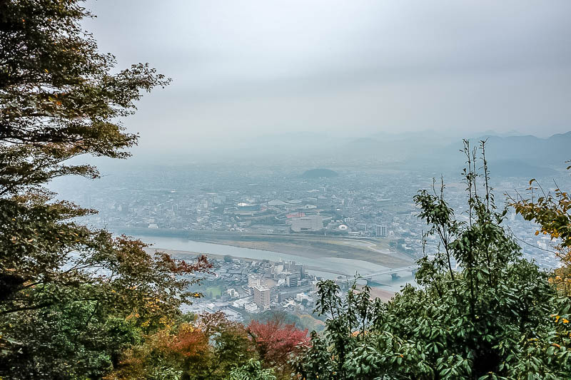 Japan-Gifu-Rain-Fog-Castle-Garden - And now a view of the fog.