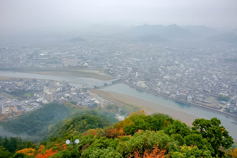 Japan-Gifu-Rain-Fog-Castle-Garden - Last view pic. Nice phone tower poking up from the trees. I think the foliage would have looked spectacular on a clear day.