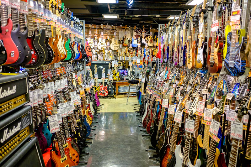 Japan-Tokyo-Shibuya-Shopping Street-Ramen - They also sell secondhand guitars, including lots of Japan only weird guitars. I want them all. This is another reason why I probably cant ever live i