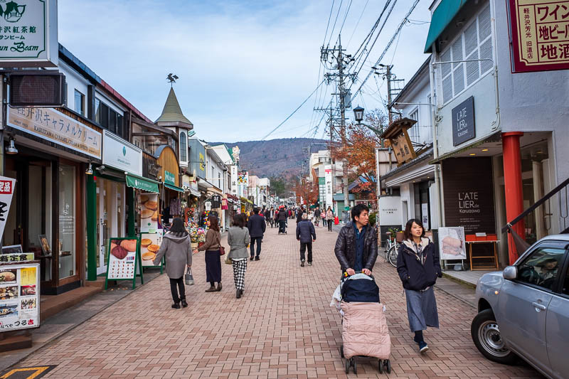 Japan-Nakasendo-Hiking-Karuizawa-Autumn Colors - Lots of bakeries, shops selling chopsticks, the usual things. Very expensive restaurants.