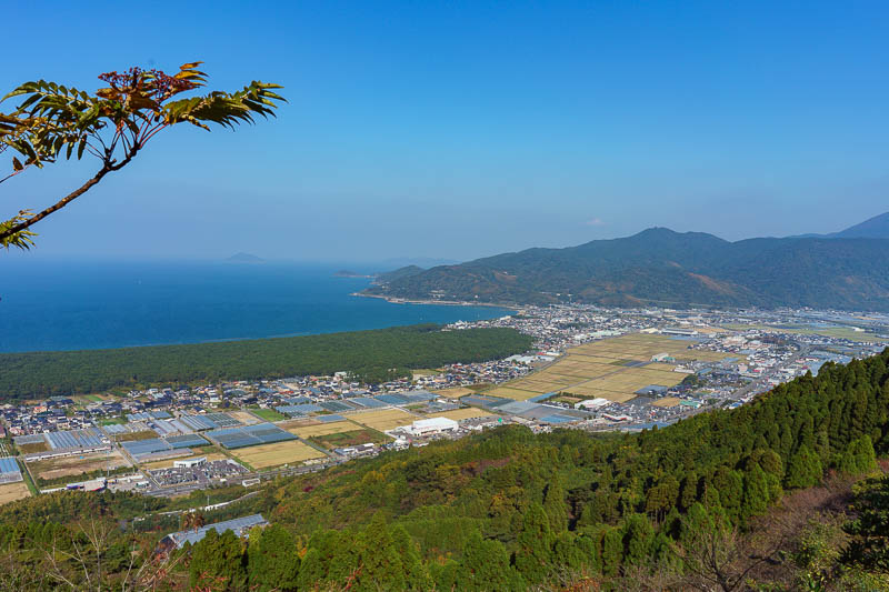 Japan-Karatsu-Castle-Hiking - The view down the coast was rewarding. So many mountains! Who said Kyushu has no mountains? They are not very tall but look prominent because they exe
