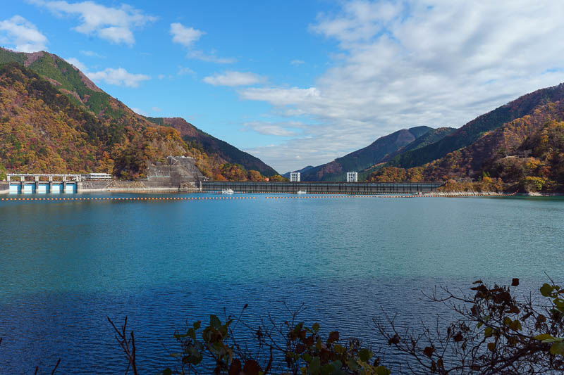 Japan-Okutama-Lake-Hiking - I probably made a mistake in going the way I did. I had to follow the road. Luckily there was not much traffic, but there were excellent views!