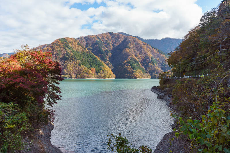 Japan-Okutama-Lake-Hiking - Thankfully a bit of sun arrived. It did not last long, and by the time I was done for the day it had already descended behind the mountains.