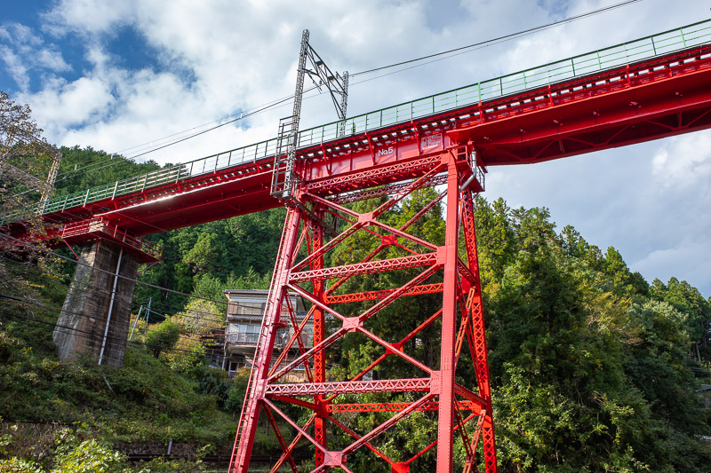 Japan-Tokyo-Hiking-Iwatakeishiyama - However, I had to appreciate the bright red train bridge. This photo doesnt really convey that I am standing on a bridge to take the photo, and the tr