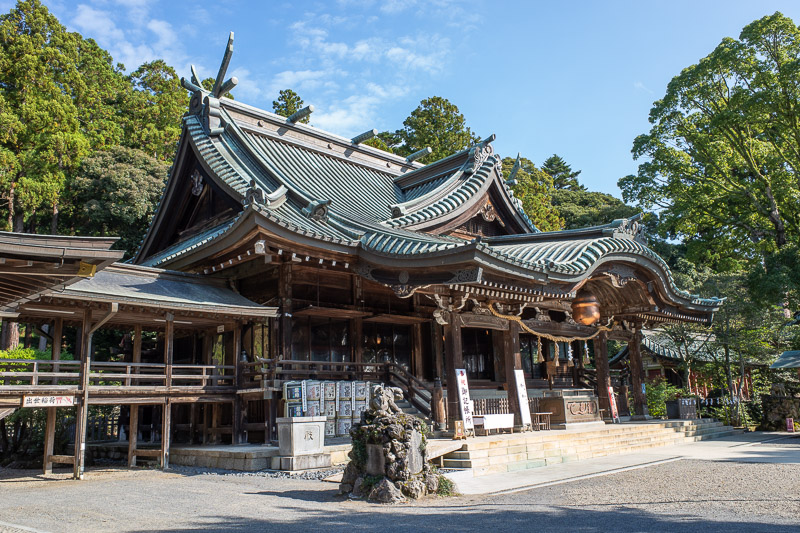 Japan-Tokyo-Hiking-Mount Tsukuba - Obviously there will be a shrine. Both trails up start from here, turn left for one, turn right for the other.
