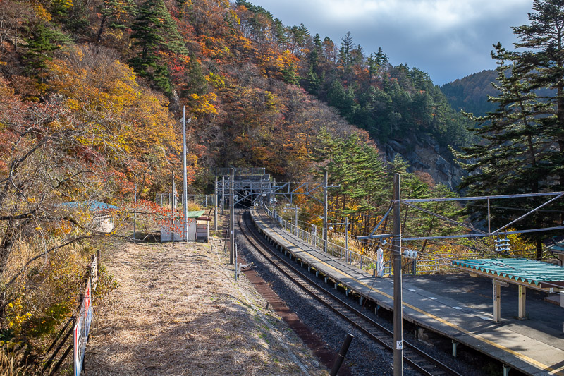 Japan-Hiking-Omoshiroyama-Yamadera - The light and leaves were not as good as the last time I visited on the 5th of November 2016. Last time was all day blazing sunshine and a week earlie
