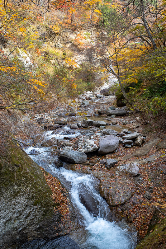 Japan-Hiking-Omoshiroyama-Yamadera - More rocks, water, leaves, I am going to run out of new things to type.