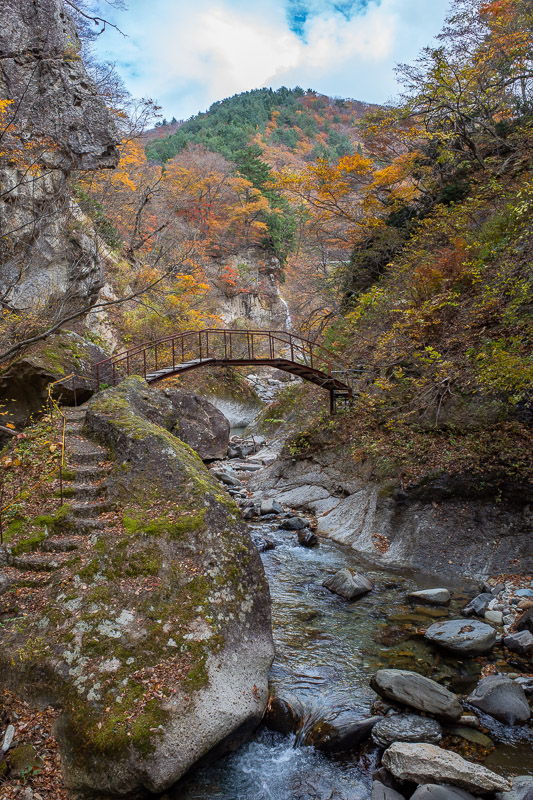 Japan-Hiking-Omoshiroyama-Yamadera - Thats a different bridge. Cloud is starting to set in.