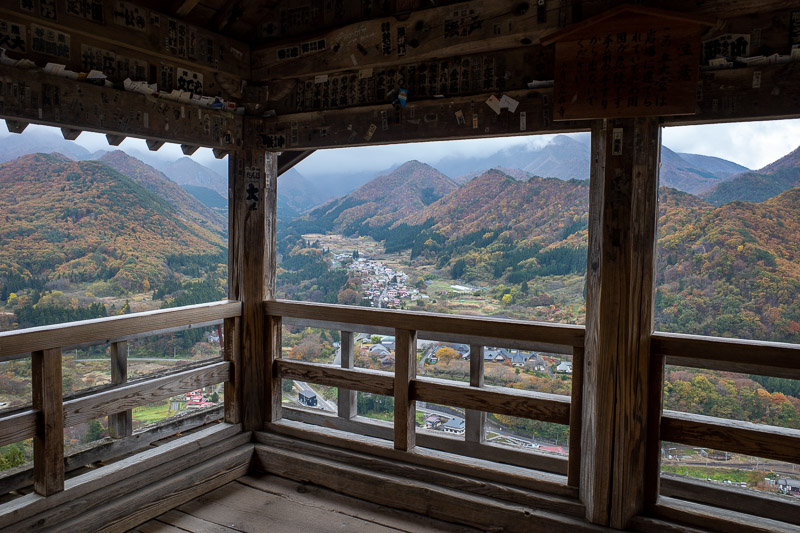 Japan-Hiking-Omoshiroyama-Yamadera - Windowed view.