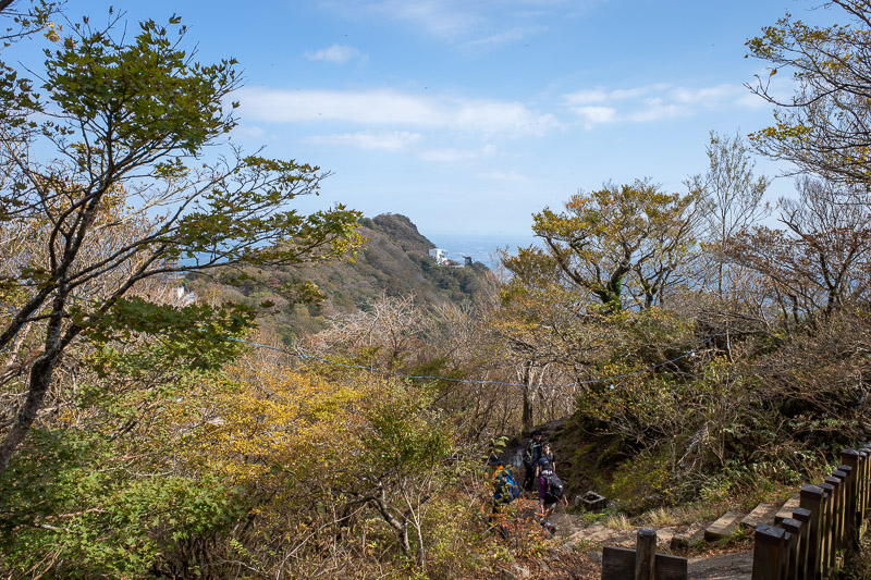 Japan-Tokyo-Hiking-Mount Tsukuba - It was now time to head back to girl mountain, or more politically correct, woman mountain, and find a way down to the other shrine / cable car. Lets