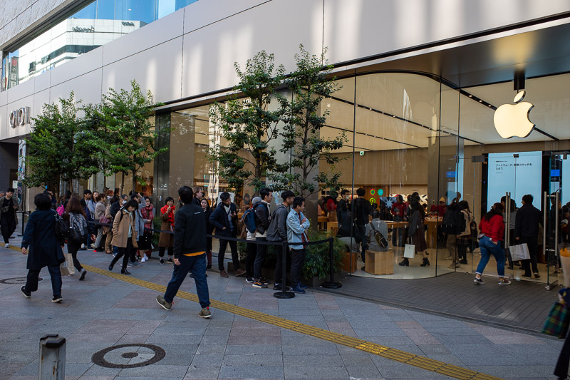 Japan-Tokyo-Shinjuku Gyoen-Garden - Apple store Japan has a permanent line to spend $1500+ on a phone.