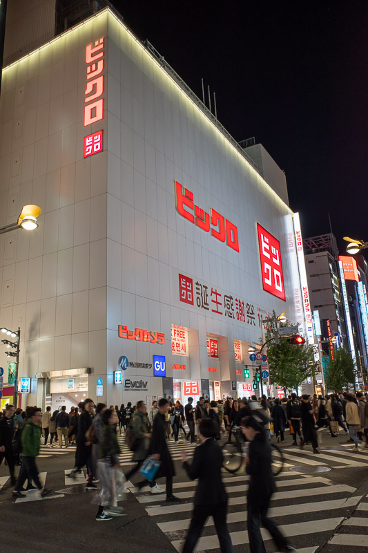 Japan-Tokyo-Shinjuku-Food-Hamburg - Here is the Uniqlo Borg cube. Assimilation is imminent. I refuse to right the actual thing.