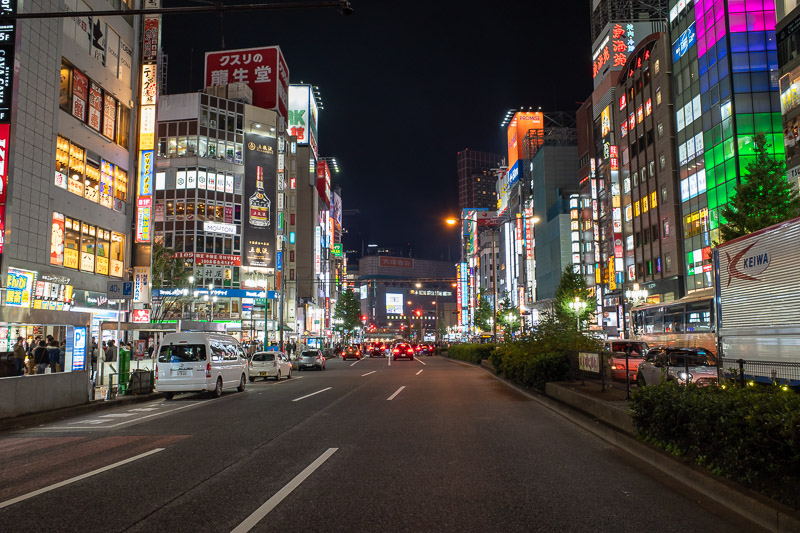 Japan-Tokyo-Shinjuku-Food-Hamburg - Another road crossing on my way back to the hotel. I still have 3 more nights to take Shinjuku neon shots. Need to space it out!