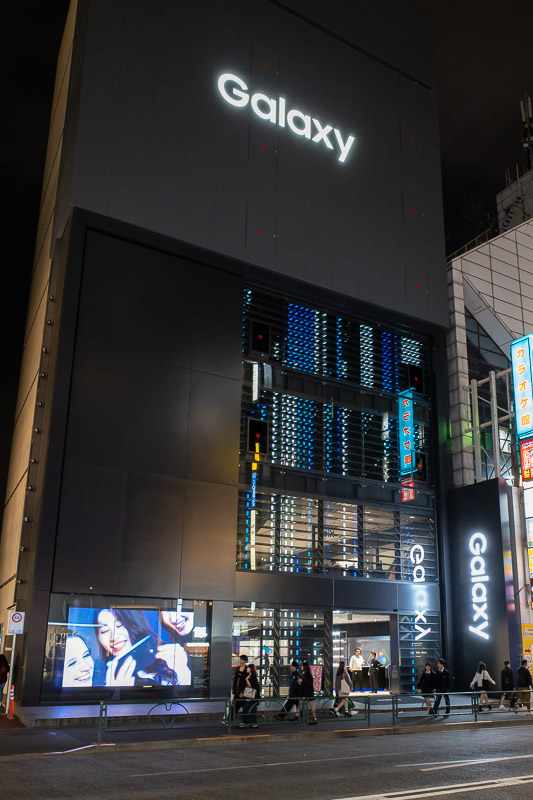 Japan-Tokyo-Harajuku-Shibuya - Some people will already know, but you will never see the name Samsung in Japan. All the phones are only branded Galaxy. Here is the Galaxy shop.