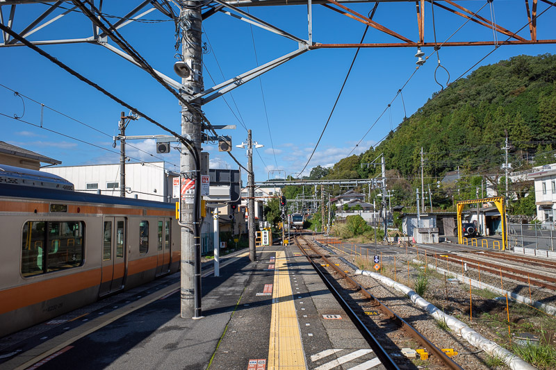 Japan-Tokyo-Hiking-Iwatakeishiyama - Getting to Mitake is quite easy, there are trains from Tokyo that go through Shinjuku that go all the way to Ome. At Ome you run across the platform t