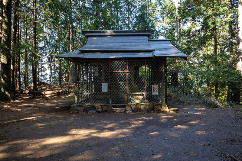 Japan-Tokyo-Hiking-Iwatakeishiyama - This shrine marks the first peak, Mount Sogakusan. No view from this peak, just this shrine covered in chicken wire.