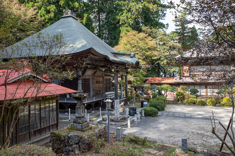 Japan-Tokyo-Hiking-Iwatakeishiyama - I was amazed when I came across this shrine. It is large and modern. There is no road. Its a minimum 2 hours walk to the nearest road. I am used to se