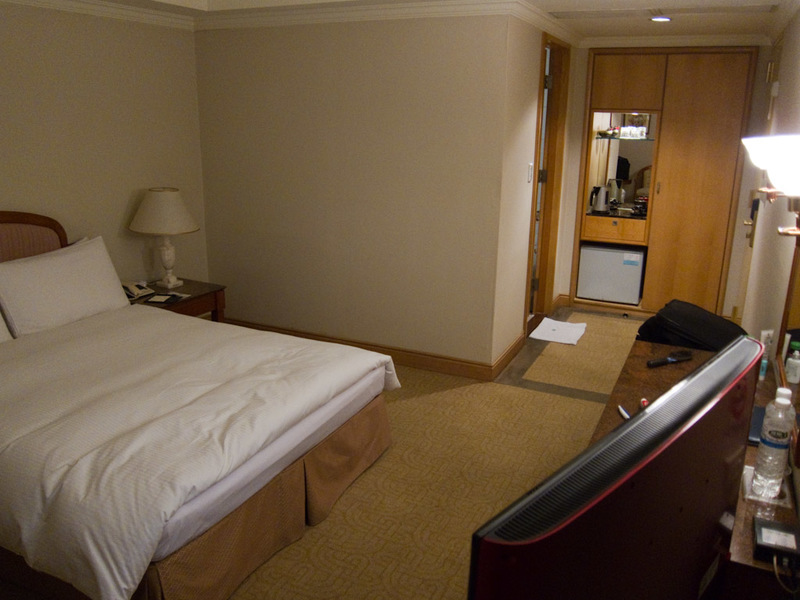 Japan-Taiwan-Osaka-Taoyuan-Airport - My hotel room is great, such excellent value!