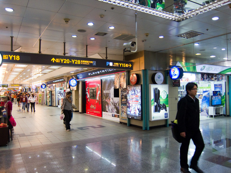 Taiwan-Taipei-Mall-Beef - It was amazing how long this went on for, so I took another photo at what seemed to be the end of computer game alley.