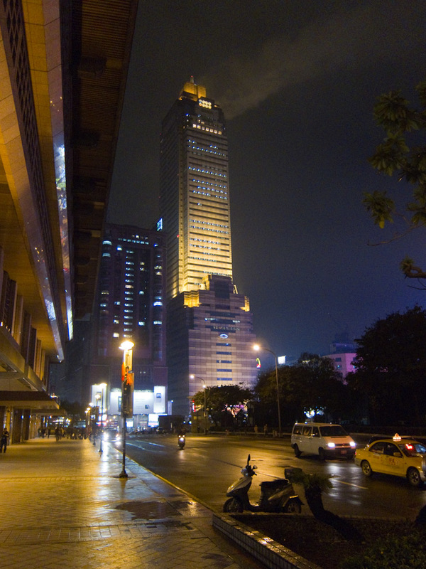 Taiwan-Taipei-Mall-Beef - I dont recall this tall building, or any tall buildings except Taipei 101 from my last trip. This only adds to my suspicion that I missed most of the