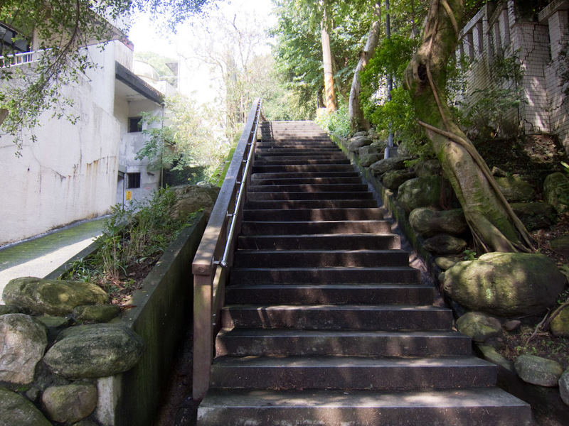 Taiwan-Taipei-Hiking-Elephant Mountain - This is the start of the path, a stairway between old looking houses. Would be pretty easy to miss.