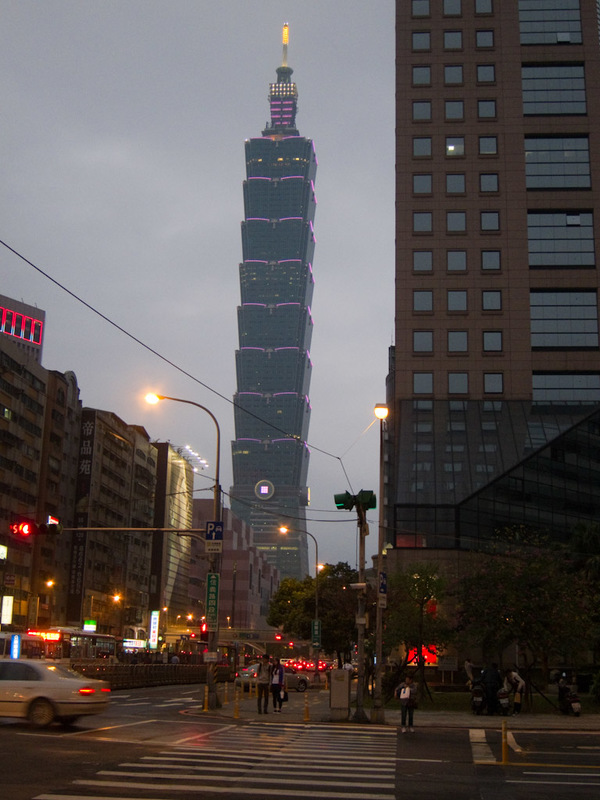 Taiwan-Taipei-Architecture-Taipei 101 - Making sure I kept my bearings in relation to a landmark.