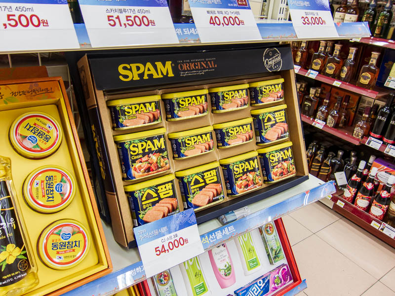 Korea-Seoul-Gyeonbok-Palace-Pho - At the 711, I was highly amused by this gift wrapped box of spam. Now my lunch at Din Tai Fung cost about $15 yesterday, including 2 drinks. This box