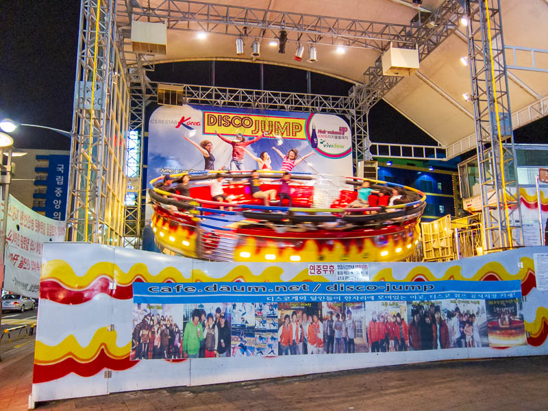 Korea-Seoul-Dongdaemun-Kpop-Dumplings - This ride was pretty violent, it doesnt just spin it shakes up and down and throws people out of their seats, and then spins some more before they can