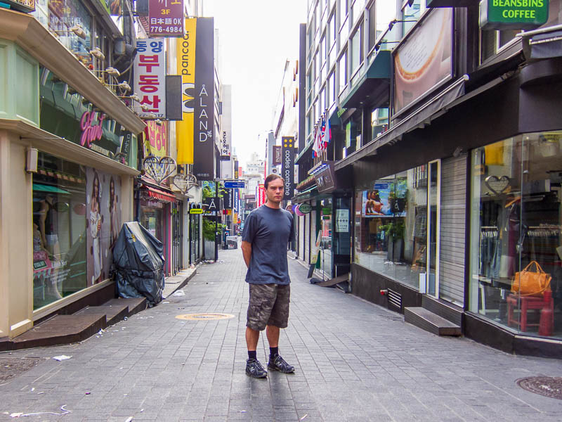 Korea-Seoul-Zoo - Here I am, in my camo shorts, ready to take over. Lots of kids in camo gear doing military service filled the trains, seems they are allowed to go hom