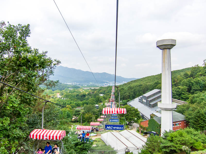 Korea-Seoul-Zoo - There will now be shots of the cable car, the net below looked enticing for a snooze.
