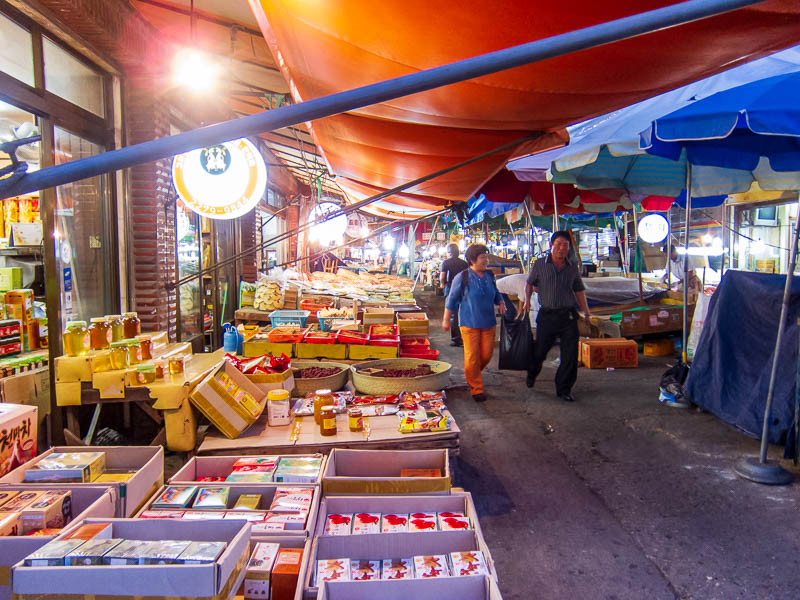Korea-Seoul-Dongdaemun-Bibimbap - A wet market, if I get bird flu now I probably wont have full symptoms until I am on the plane home. Patient Zero.