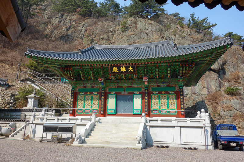 Korea-Daegu-Hiking-Apsan - Is mountain, has temple. Is temple, has loudspeaker system. Has loudspeaker system, has mega distortion issues.