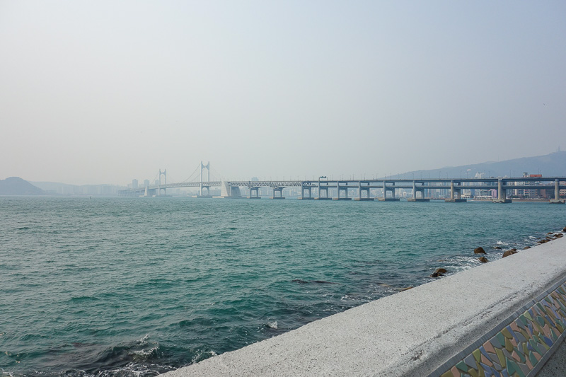 Korea-Busan-Beach-Haeundae - Now a better view of the Gwangan bridge, its 7420 metres long, which is roughly 7x longer than the Sydney harbour bridge. Its only purpose is to bypas