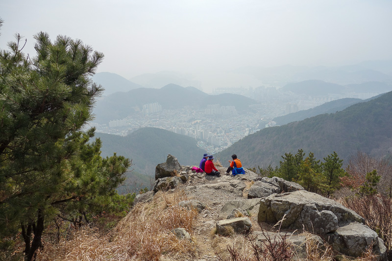 Korea-Busan-Hiking-Gudeoksan - And now its time to head down. These oldies are enjoying the view and their picnic.