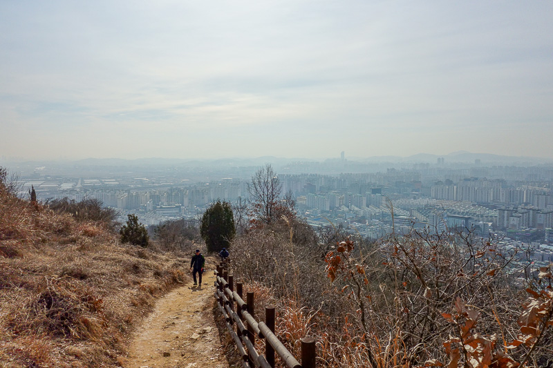 Korea-Incheon-Songdo-Hiking-Gaesan - Looking back from the second ridge at a hazy Incheon.