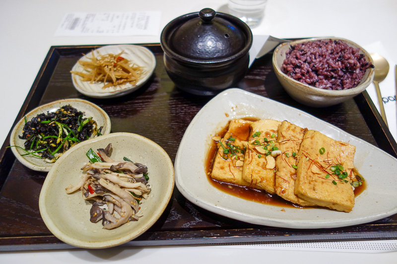 Korea-Seoul-Seodaemun Prison-Nakwon Arcade - And finally, my lunch. I spent up big. Excellent tofu, with unidentifiable sea mushrooms, kelp, thinly sliced fermented acorn jelly, black rice and a