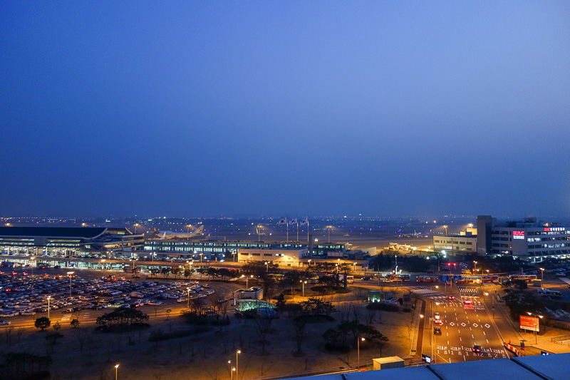 Korea-Seoul-Beef-Mall-Gimpo - The view of Gimpo airport from the department store roof.