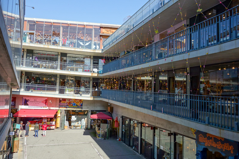 Korea-Seoul-Gangnam-Insadong-Mall - And this is the epicentre of white person package tour shopping in all of Korea. The place is called Ssamziegil mall, yes with 2 x s. Its so popular t