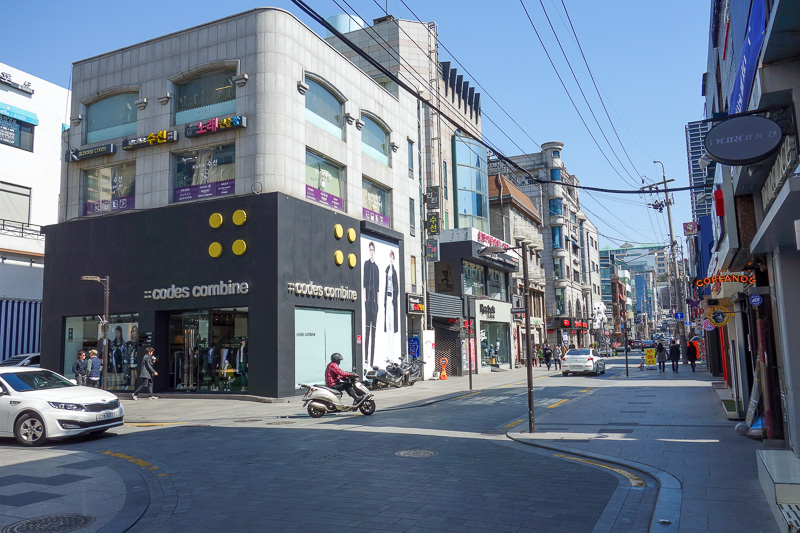 Korea-Seoul-Gangnam-Insadong-Mall - And now, apparently, and I dont get why, this is Rodeo drive. It is very quiet. Part of me thinks PSY has killed off much of Gangnam.