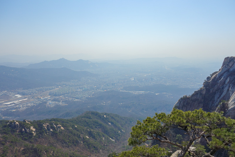 Korea-Seoul-Hiking-Bukhansan-Dobongsan - A bit more view. Not as polluted 2 days ago, but still polluted. Probably should have gone yesterday when it was a lot clearer.