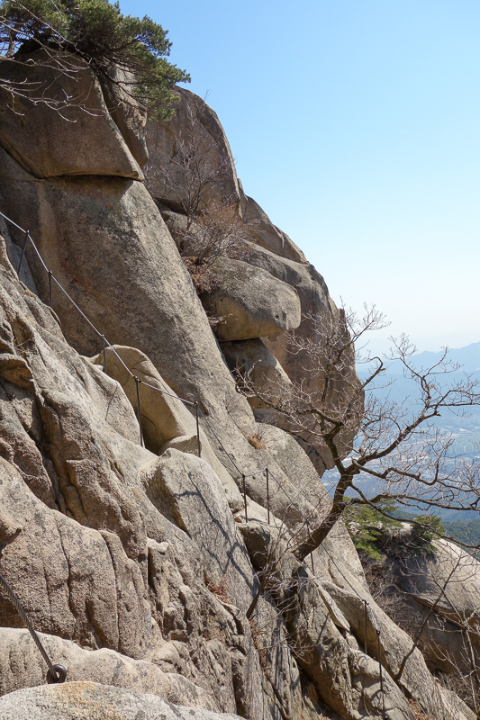 Korea-Seoul-Hiking-Bukhansan-Dobongsan - Here you can see the cable which was a steep downward section.