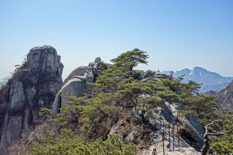 Korea-Seoul-Hiking-Bukhansan-Dobongsan - Best to hang on at all times.