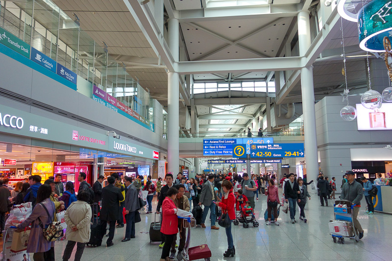 Korea-Seoul-Incheon-Airport - The main terminal. It has lots and lots of shops. Theres a department store before check in. They also have lots of performances, free movie theatres,