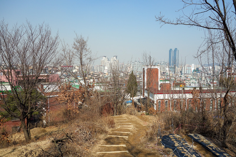 Korea-Hiking-Incheon - And now I return to civilization. I am lucky I didnt try and find the path from this side, as its literally out the back of a church. I had to go thro
