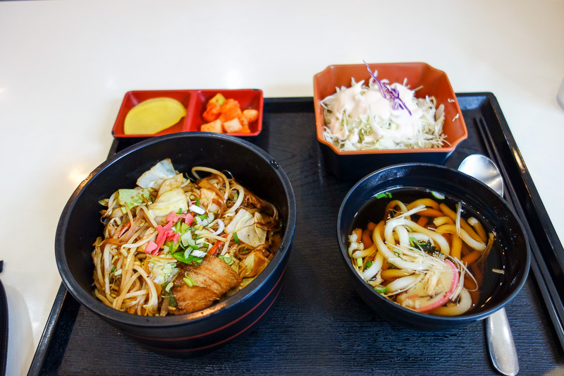 Korea-Hiking-Incheon - Todays lunch was quite Japanese. Chasu don, with udon. Nice and damn cheap.