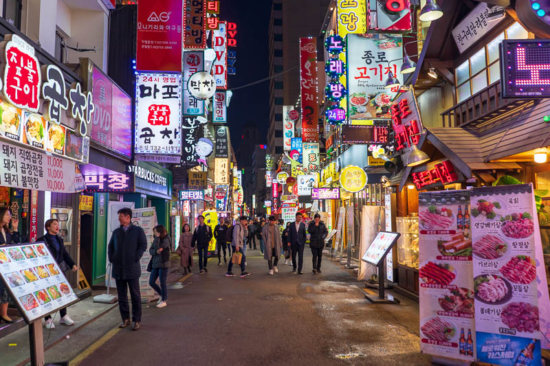 Korea-Seoul-Curry - Wherever I was, and I am not quite sure, it turned into a Neon city after it got dark. Not quite Shinjuku levels, but not bad. Now I must go to sleep