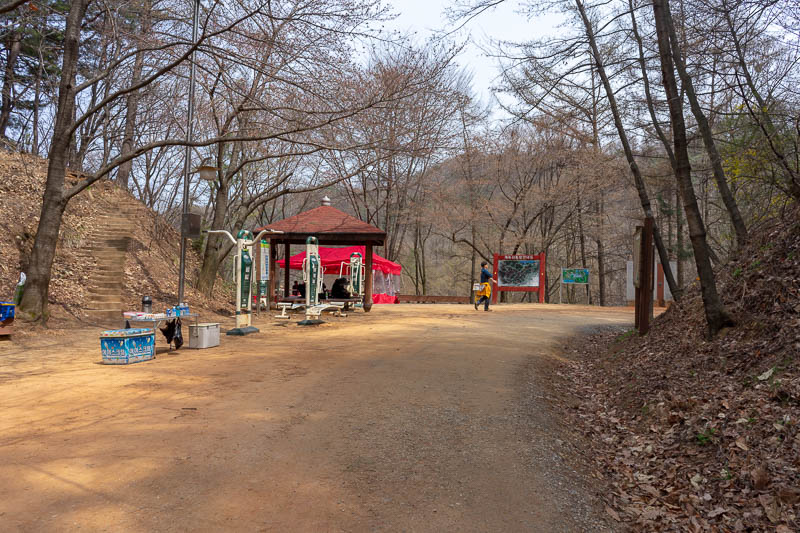 Korea-Daejeon-Hiking-Gyejoksan - Behold, the same spot where I started, albeit shot from a different angle. Loop completed!