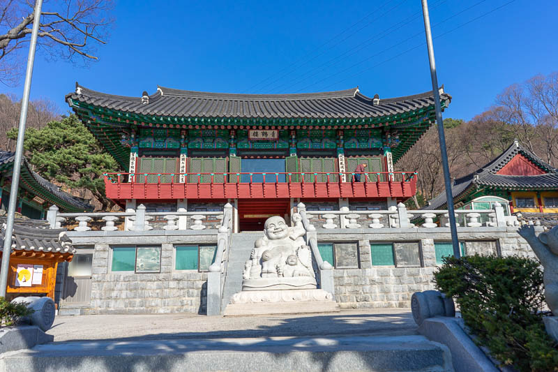 Korea-Hiking-Suraksan - There are a few temples as you set off. This is the main one. I found it very annoying because the Buddha is offset on the stairs, and the whole build